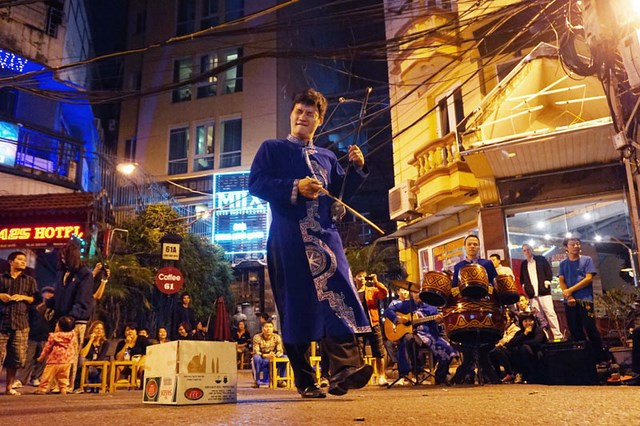 Being lured by live music on Hanoi old quarter streets at night