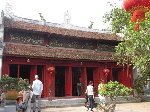 Bach Ma temple - A striking legend & art in Hanoi